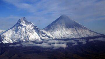 Вулканы Камень и Ключевской